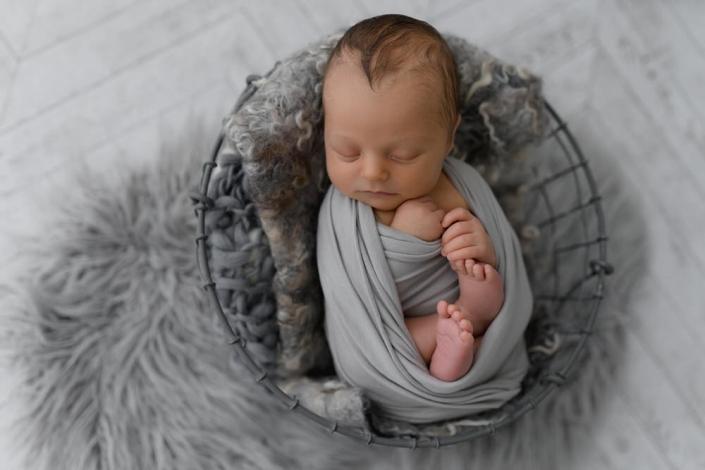 Ein Shooting für Neugeborene muss bereits vor der Geburt gebucht werden, damit ich auch einen Termin garantieren kann. Neugeborenenbilder...